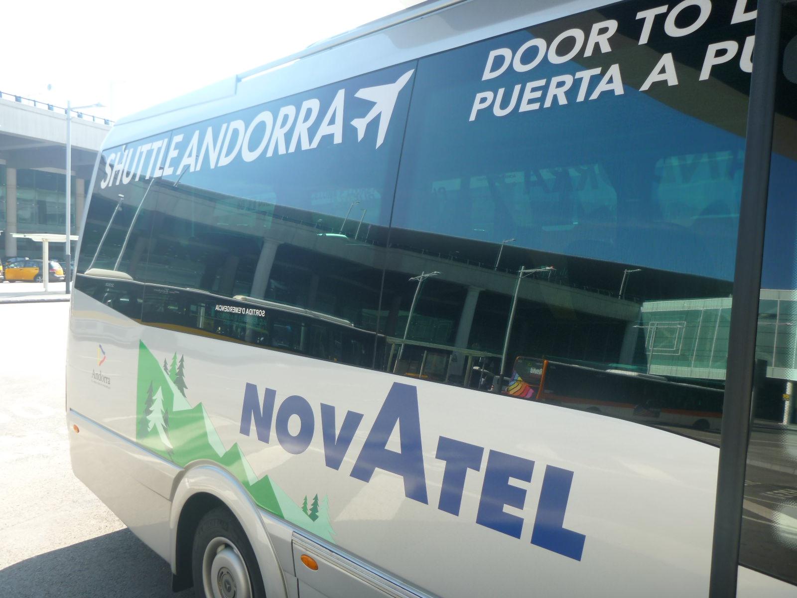 Фото автобуса компании Novatel