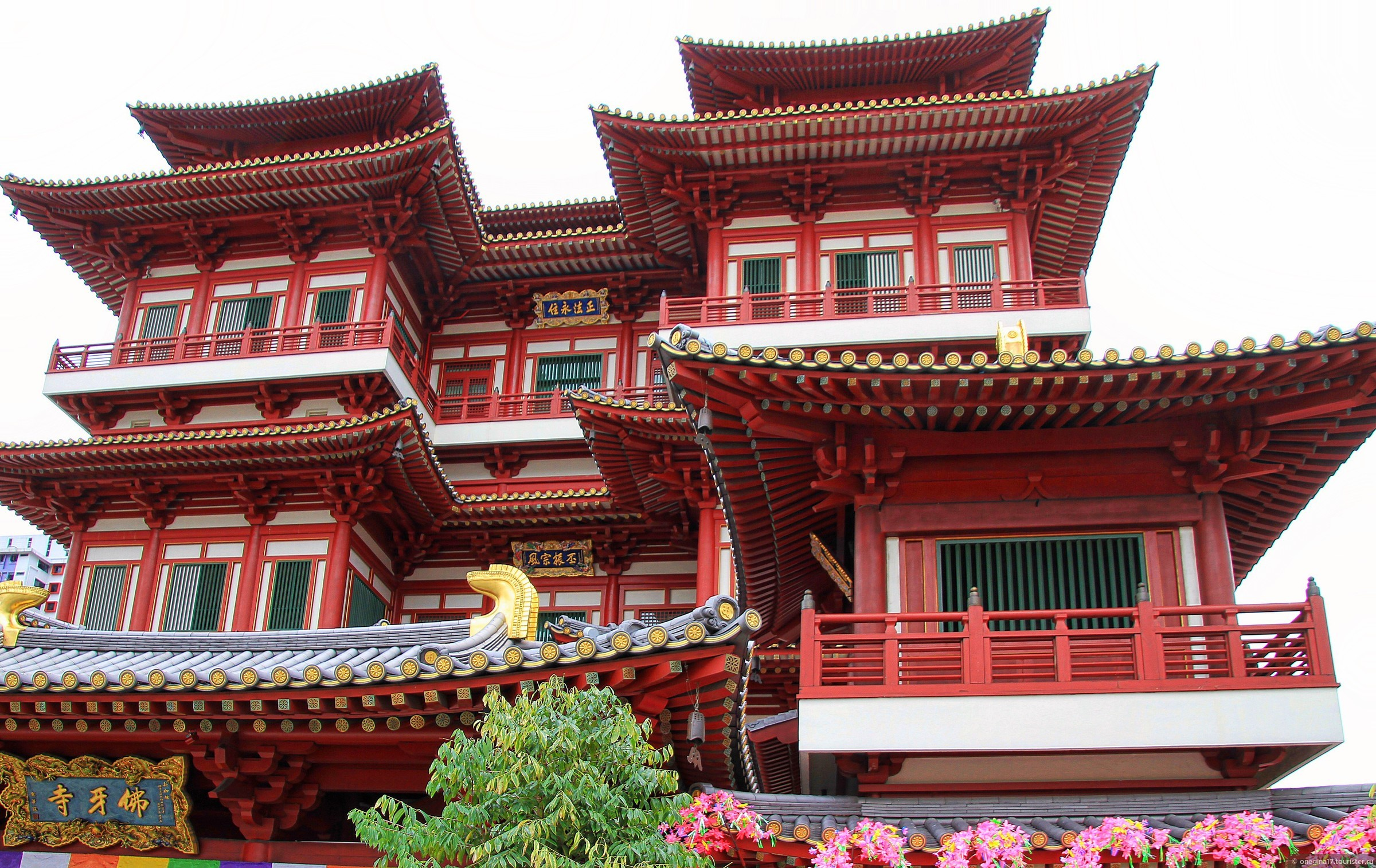 Фото храма Священного Зуба Будды