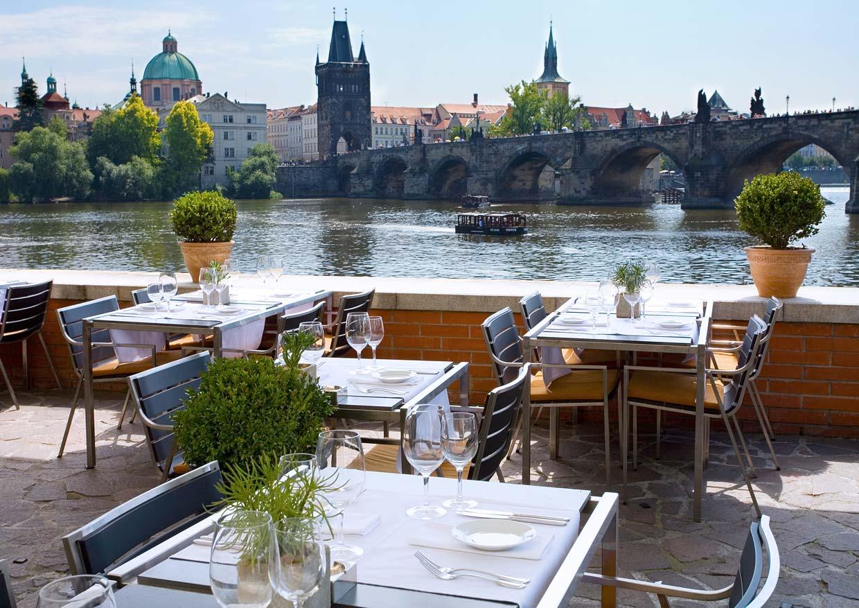 Фото ресторана на улице