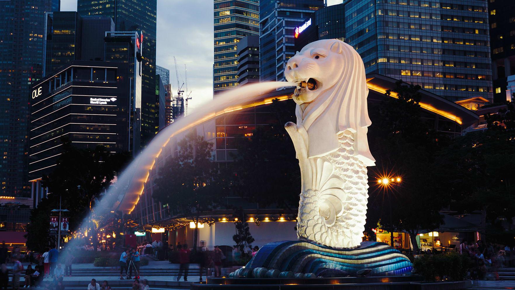 Необычная статуя в Сингапуре