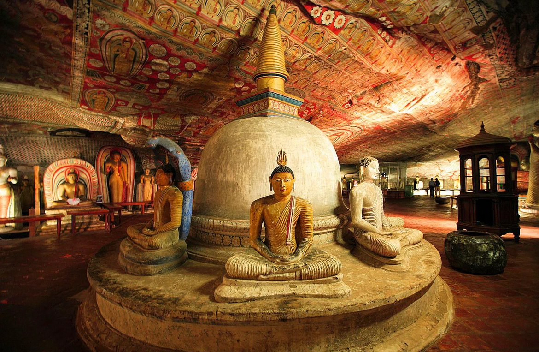 Необычный Пещерный храм в Дамбулле