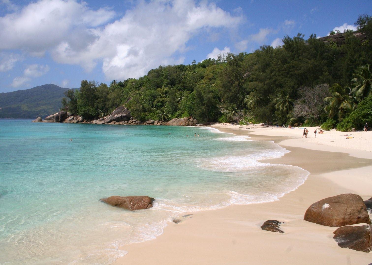 В какое время года ехать отдыхать на Сейшелы