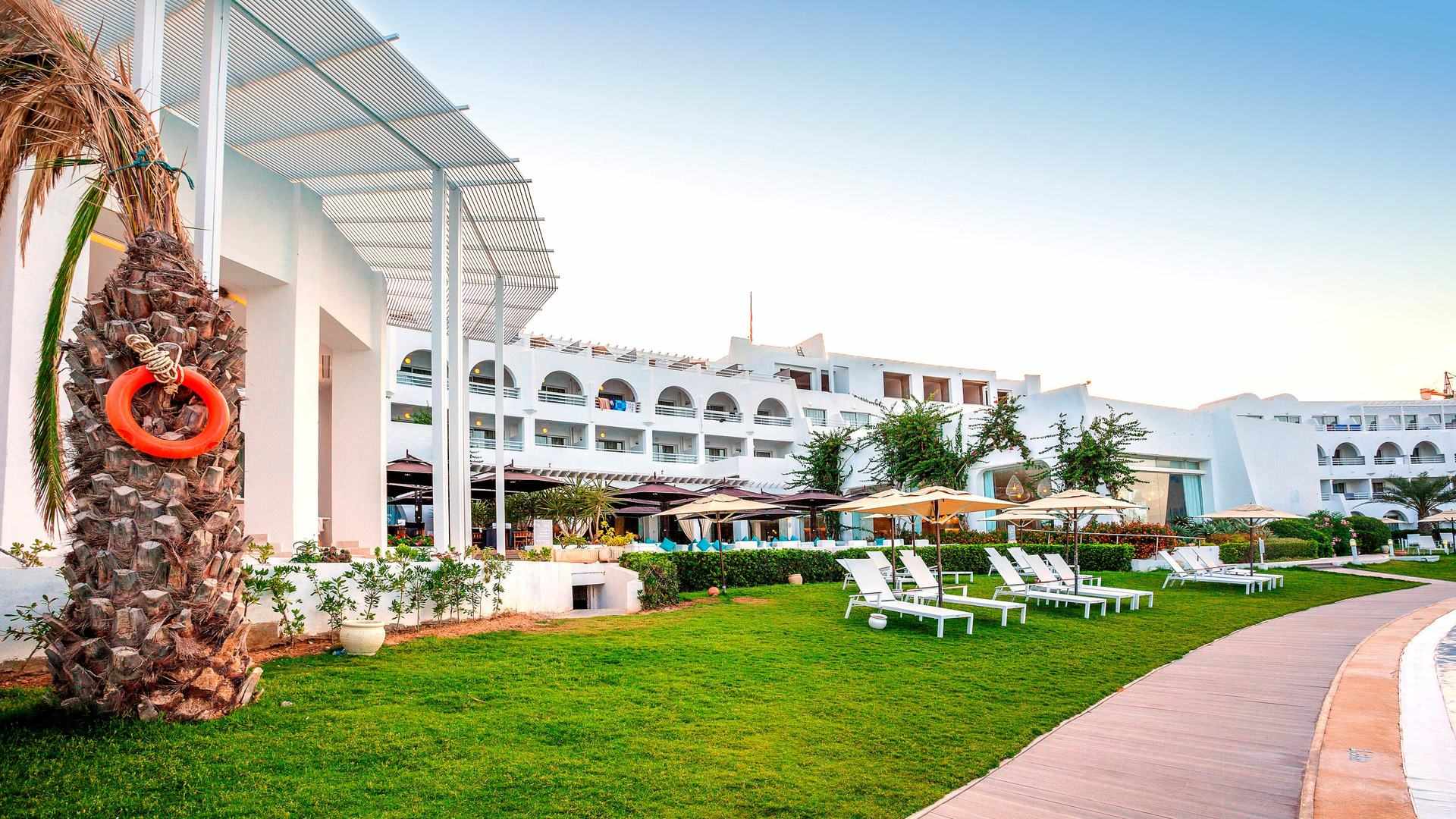 На фото отель Сентюдо ле Салтан4*, Хаммамет