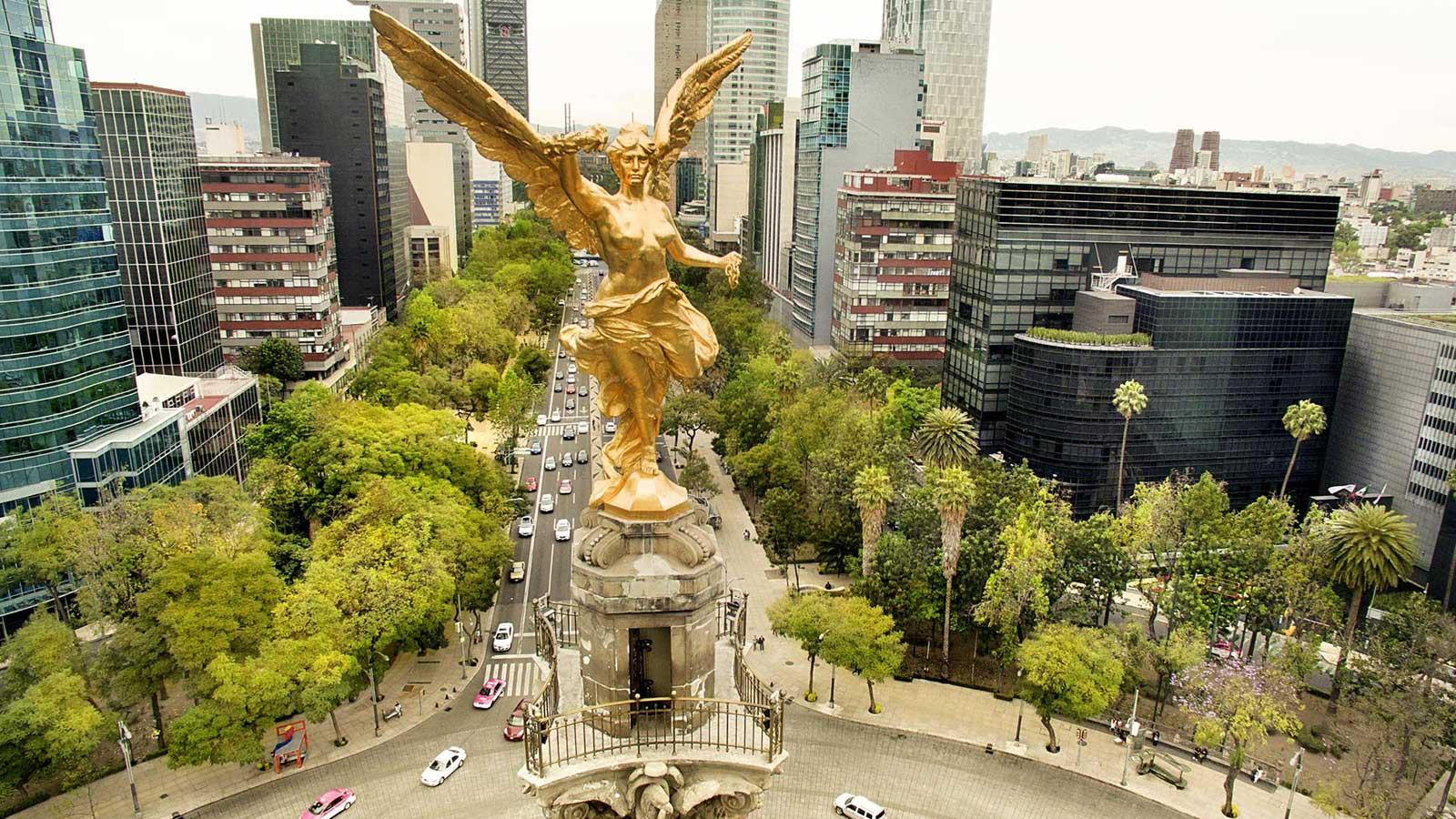 На фото изображен Ангел Независимости в Мехико