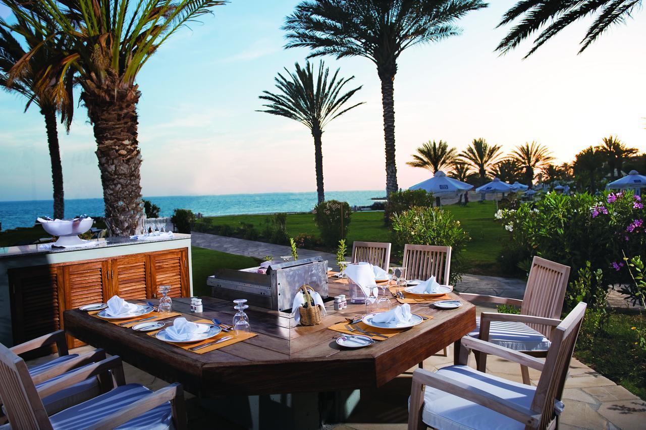 Сколько стоит питаться в кафе на Кипре
