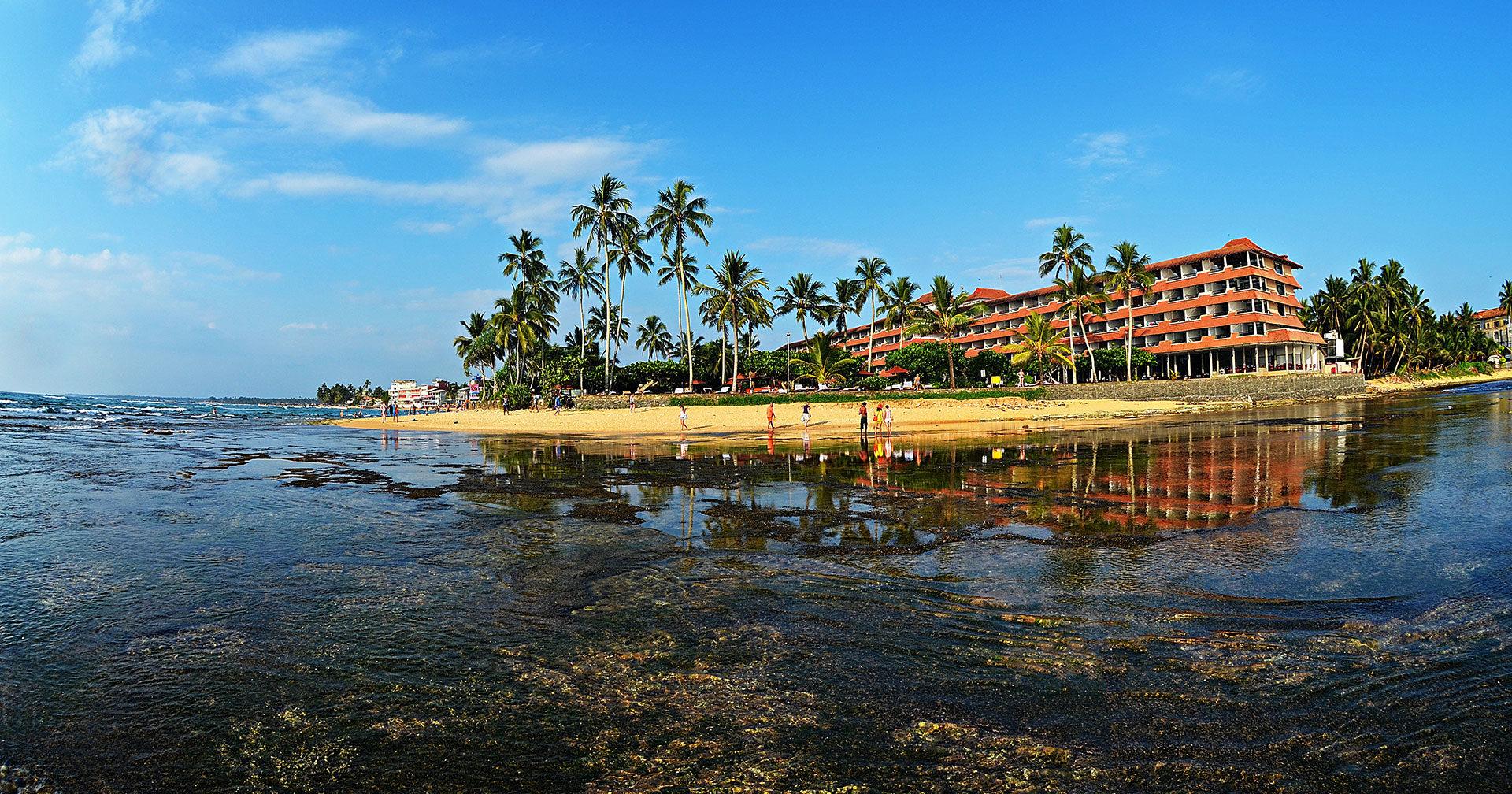 Пляж Хиккадува на Шри-Ланке