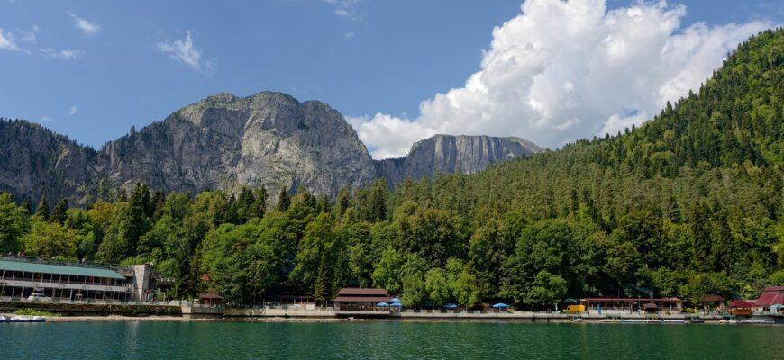 Фото озера в Абхазии